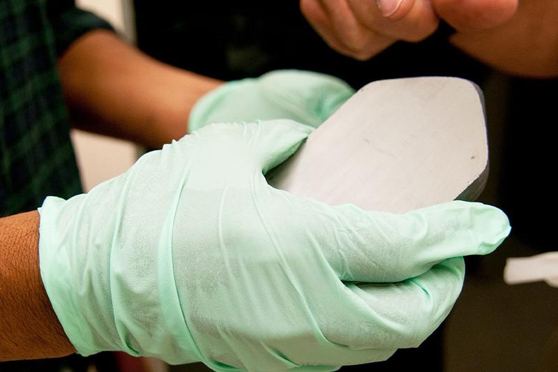 Investigadores avanzan en la produccion de materiales para fabricar células solares.