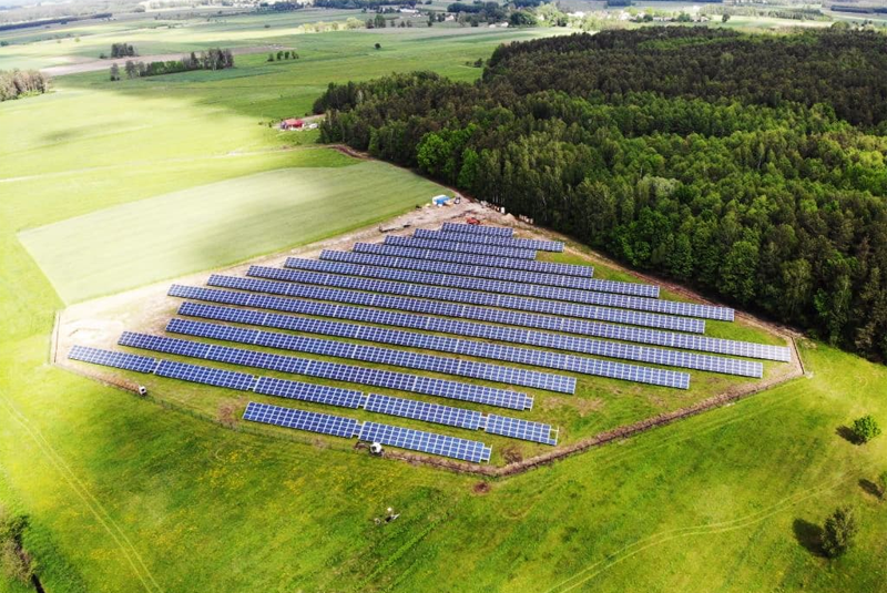 Lituania lanza un proyecto de plataforma online que permite consumir la energía generada por un panel solar remoto.