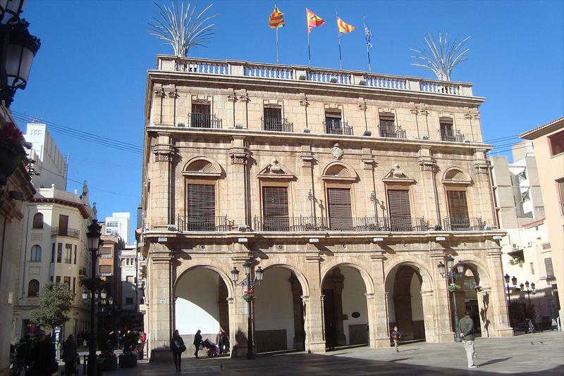 Castellón agiliza el proyecto de renovación de luminarias que supondrá un ahorro del 50% en la factura eléctrica
