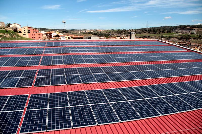 La Diputación de Barcelona inicia la licitación de 37 instalaciones fotovoltaicas en equipamientos municipales