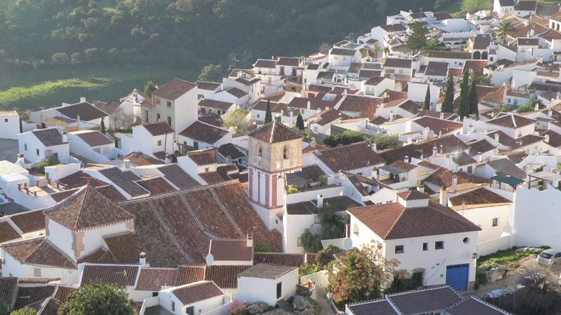 La Diputación inicia en tres municipios un proyecto de ahorro energético con la instalación de placas solares en edificios públicos