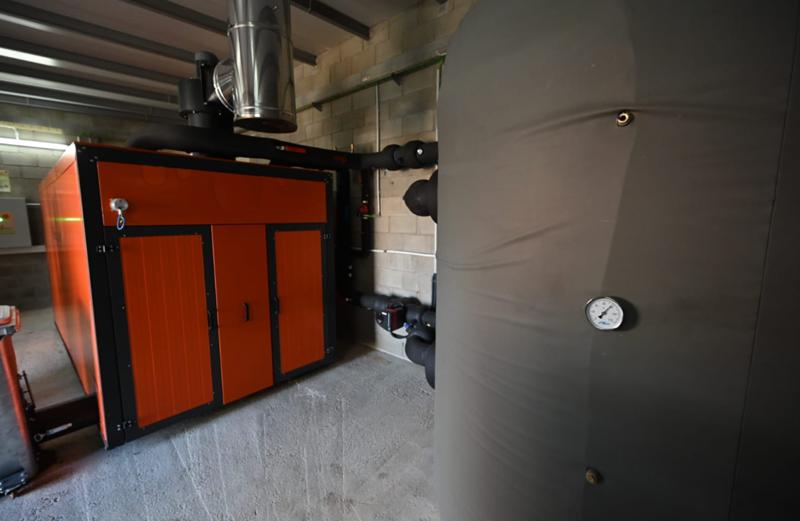 Imagen de la instalación de la red de calor norte de biomasa, que abastece desde febrero a cinco equipamientos.