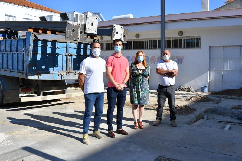 El ayutamiento de Palma del Rio instala una planta solar sobre la cubierta de una pista polideportiva.