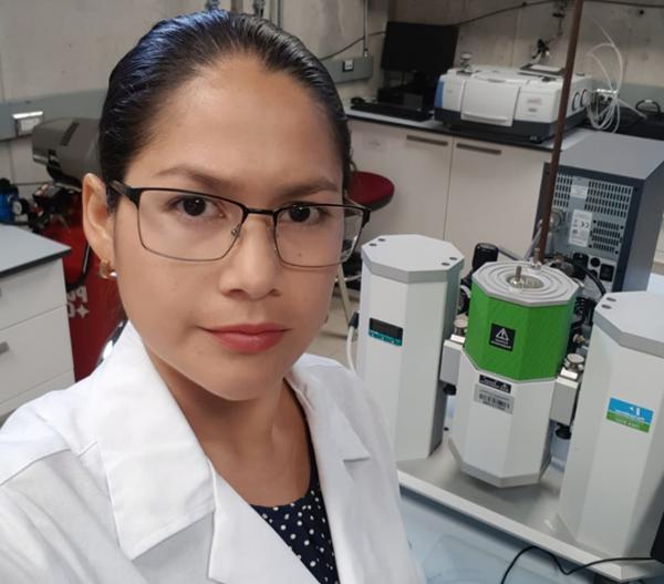 Una investigación realizada por la Facultad de Ciencias del Campus de Lugo de la USC diseña un nuevo material con nanopartículas de oro adecuadas para el recubrimiento de superficies que permite la producción de energía eléctrica