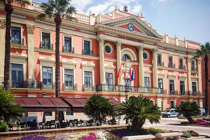 El Ayuntamiento de Murcia mejora la iluminación de la calle Cartagena, apostando por la eficiencia energética y mejorando la calidad de vida de los vecinos