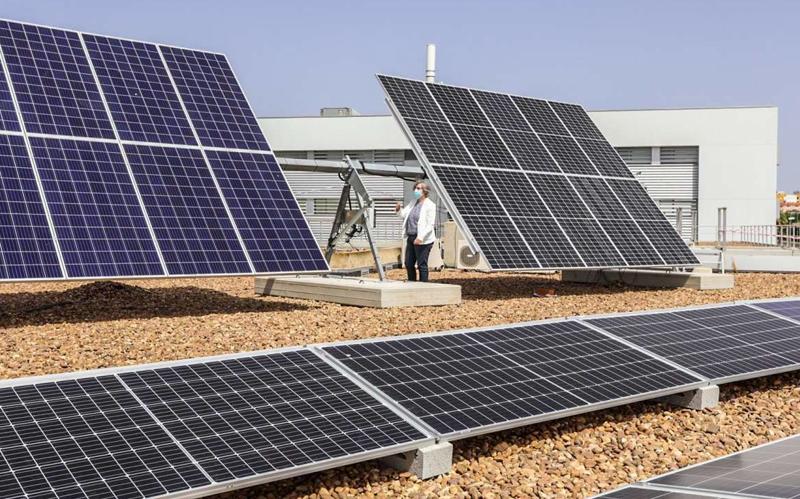 Una instalación fotovoltaica fomentará el autoconsumo en el edificio de servicios administrativos 'La Paz', de Mérida