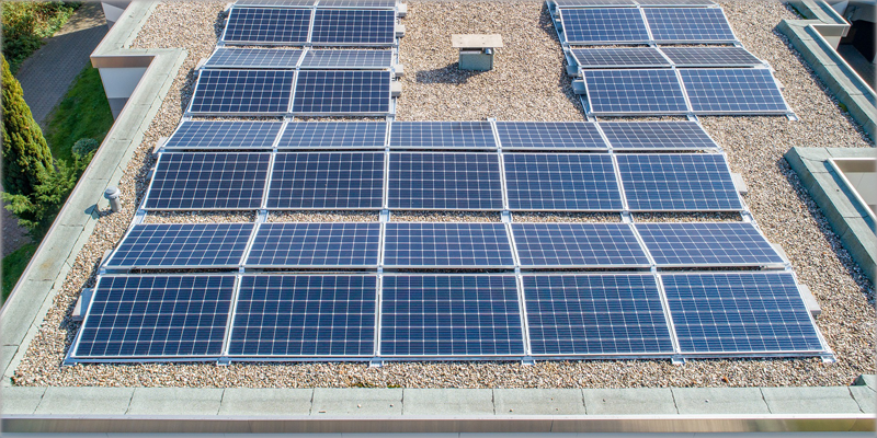 Azotea con paneles solares