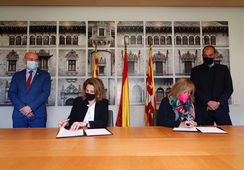 Firma del protocolo entre la presidenta de la Diputación de Barcelona, Núria Marín, y la vicepresidenta cuarta y ministra para la Transición Ecológica y el Reto Demográfico del Gobierno, Teresa Ribera