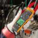 Las nuevas pinzas amperimétricas de Fluke permiten medir la corriente y tensión eléctrica