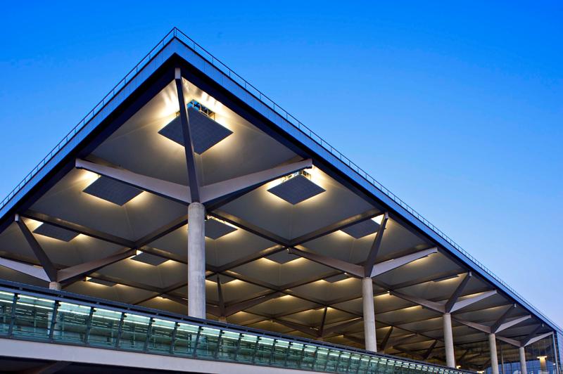 iluminación en aeropuerto