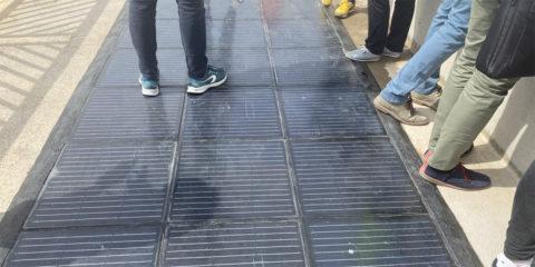 El Puerto de Valencia instala un pavimento solar transitable por peatones y vehículos