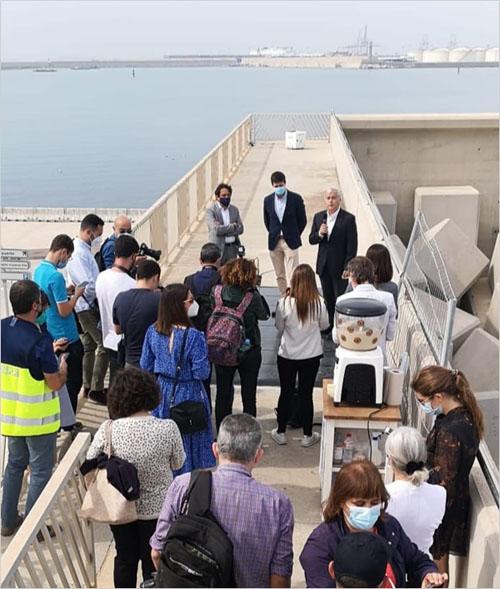 Pie de foto: El pavimento solar se encuentra en el dique norte del Puerto de Valencia y permite producir energía fotovoltaica en zonas donde no es posible instalar paneles.