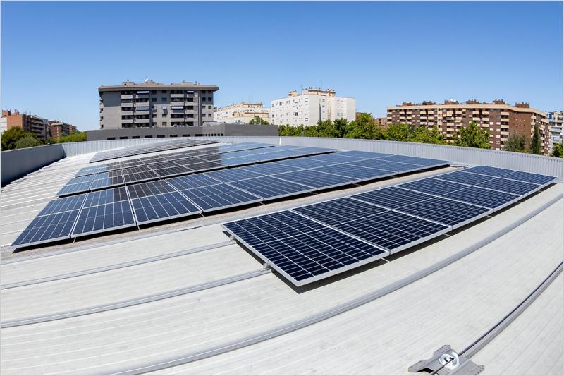 Paneles solares sobre la cubierta