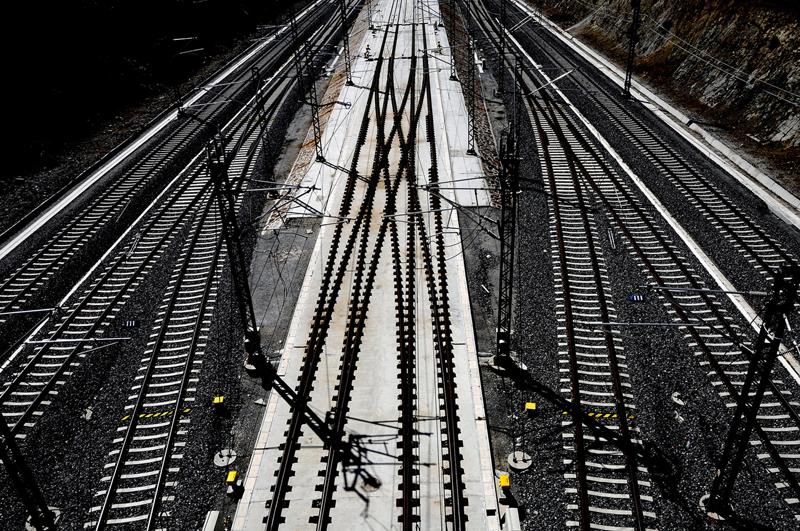 IDAE ayuda con 1,02 millones de euros a Adif a implantar un sistema recuperador de energía del frenado regenerativo de trenes en 5 subestaciones